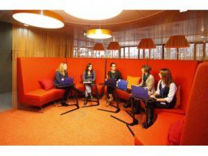 女性のオフィスコミュニケーションを活性化させる4つの秘策!